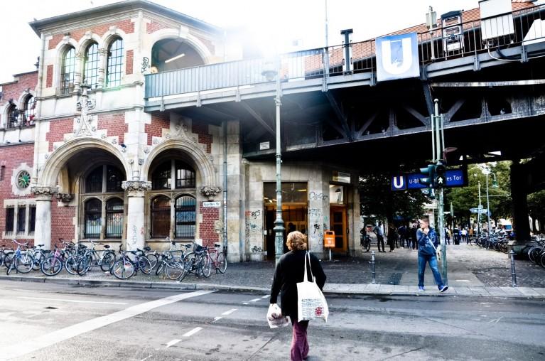 Bahnhof Schlesisches Tor, een prachtig Jugendstil bakstenen u-bahn station in Berlijn Kreuzberg
