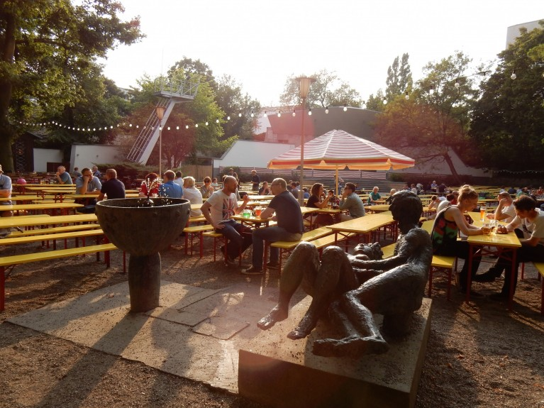 Berlijns bier drinken in Pratergarten