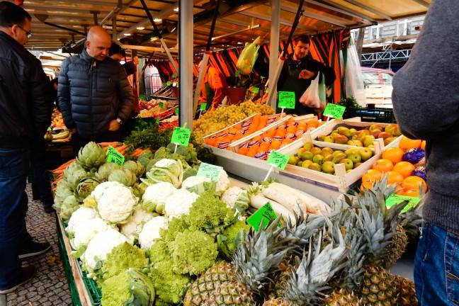 weekmarkt op de winterfeldtplatz, groenten en fruit