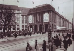 800px-Kaufhaus_Wertheim,_Leipziger_Platz,_1920er_Jahre