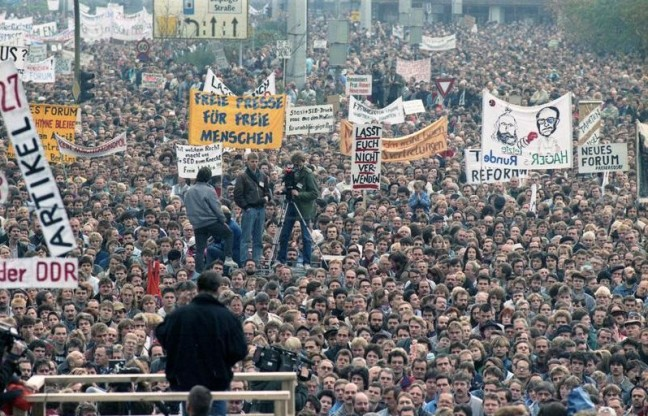 Bundesarchiv_Bild_183-1989-1104-437,_Berlin,_Demonstration_am_4._November