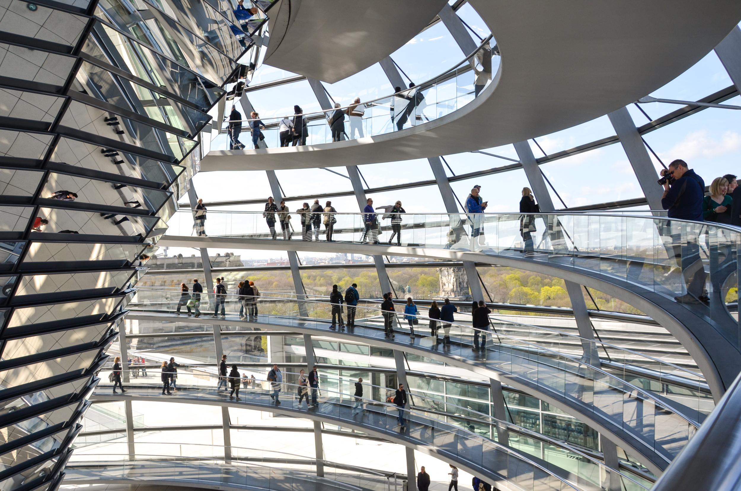 De reichstagkoepel gratis panorama uitzicht over berlijn - Glazen ingang ...