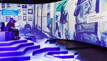 Back to the nineties! Multimedia-tentoonstelling Nineties.Berlin