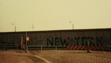 Muurverhalen • Helen van der Zee: koffie en gebak in Oost-Berlijn