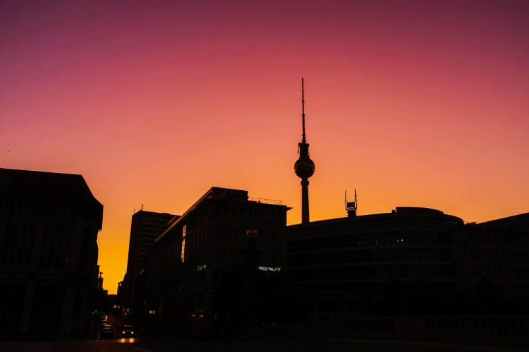 Zonsopgang in Berlijn, met de Fersehturm