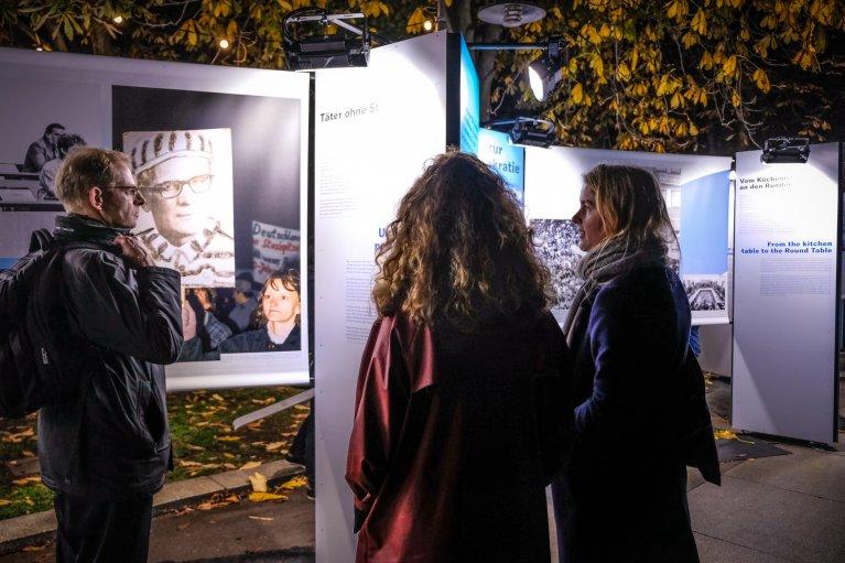 Tentoonstelling Schlossplatz tijdens 30 jaar val van de muur in Berlijn © Wattedoeninberlijn.nl
