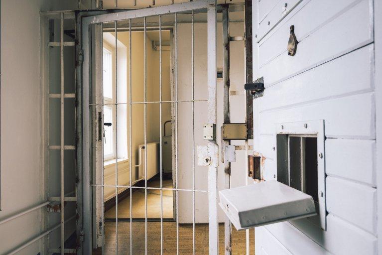Cellenblok van het gevangenisziekenhuis van de Stasi in Berlijn • Wattedoeninberlijn.nl